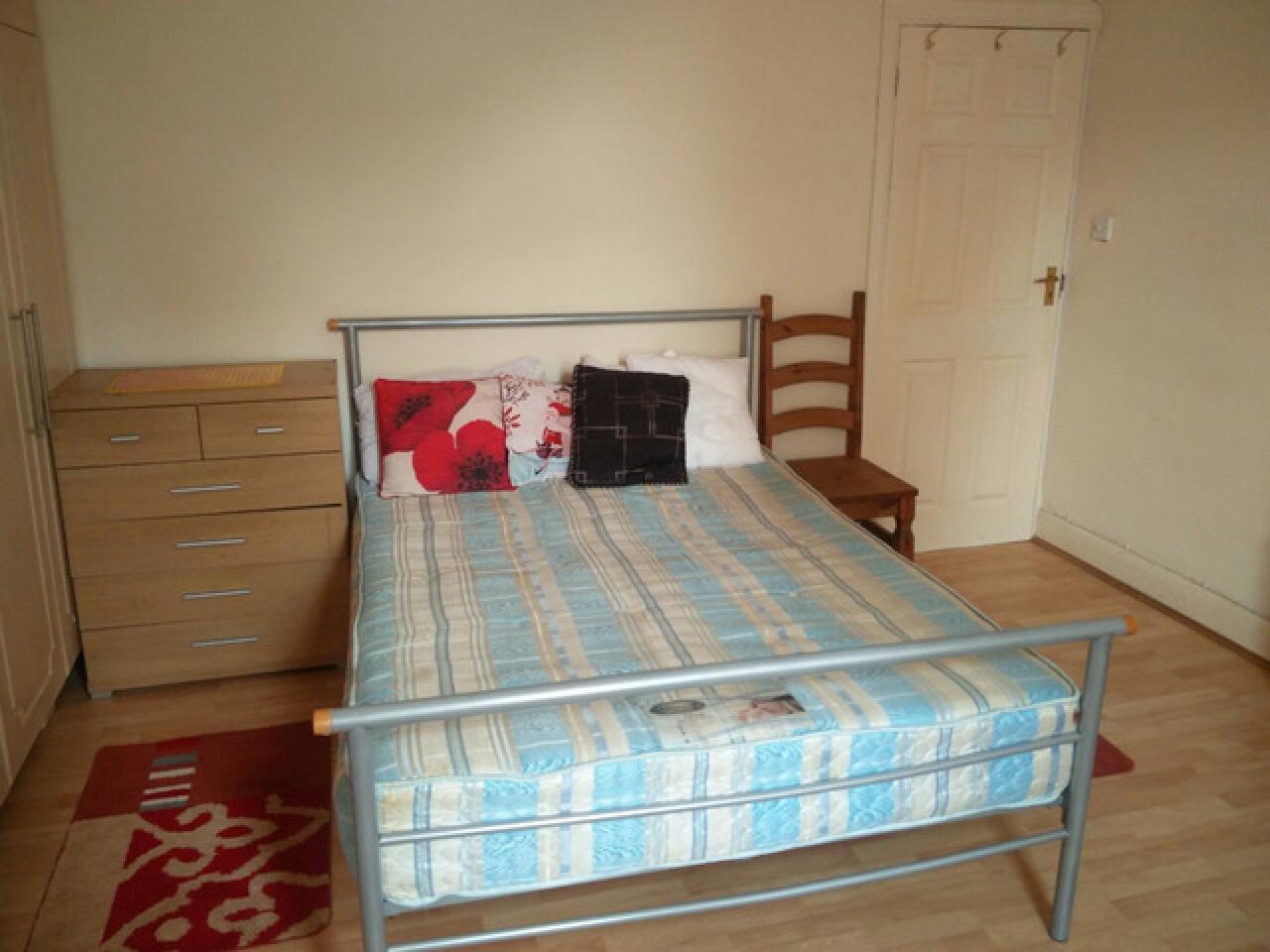 Сдаю Double Room Hounslow central - Hounslow East - 3