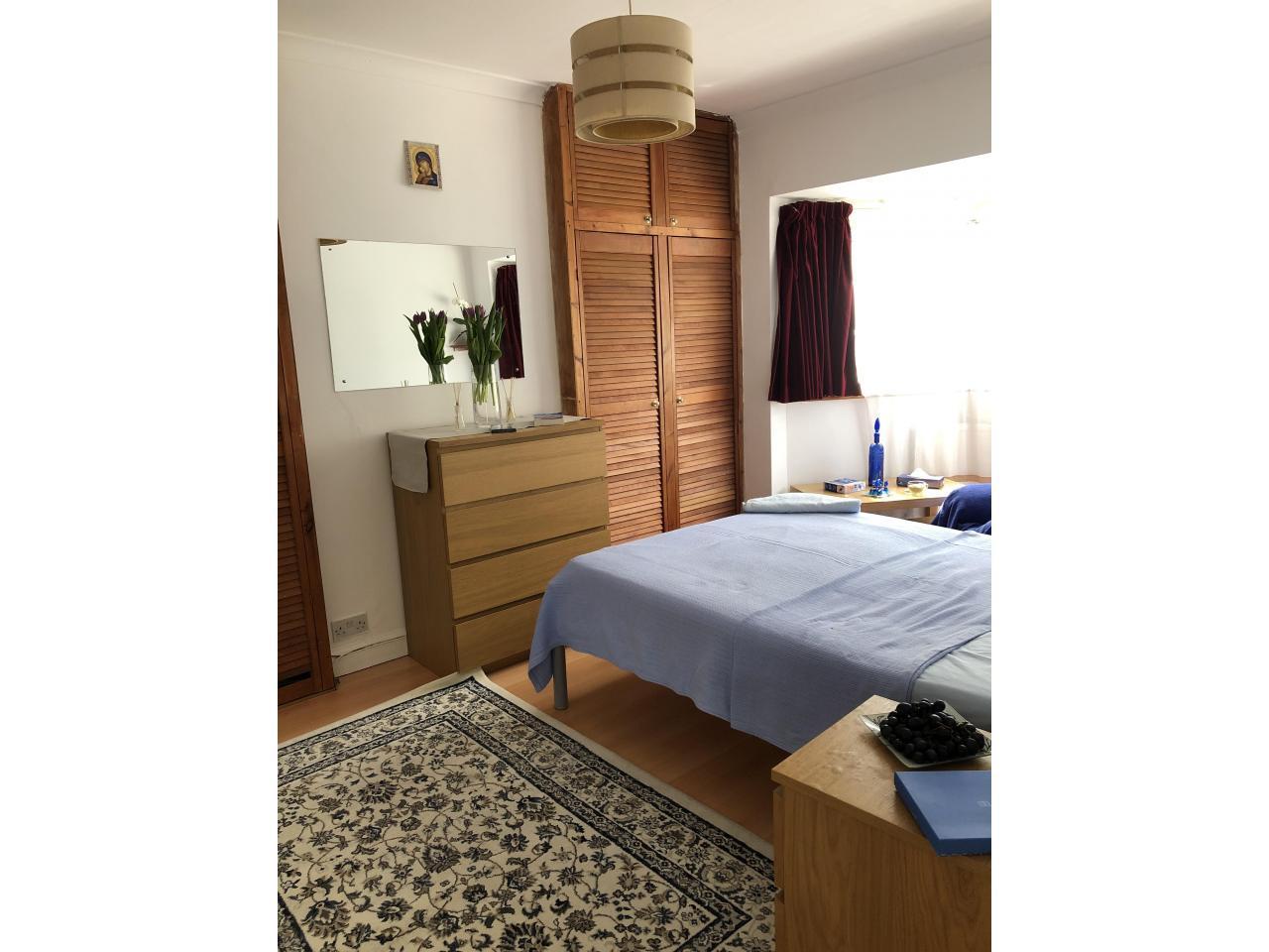 Сдаётся большая двухспальная комната Tooting - 1