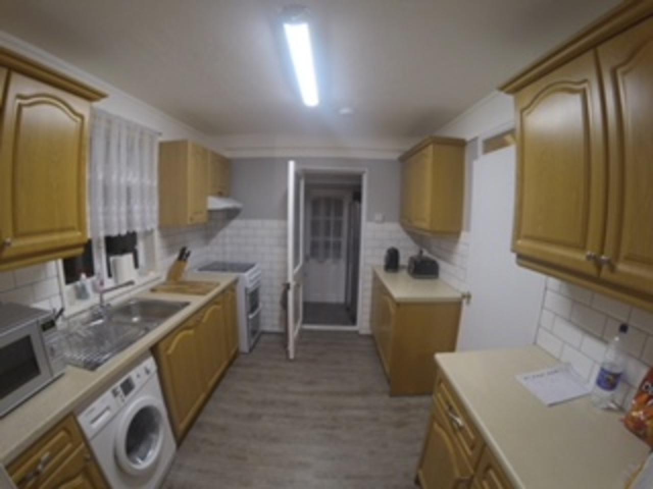 Double Room Feltham - 6