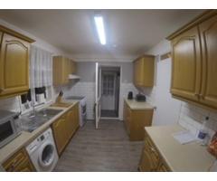 Double Room Feltham - Image 6