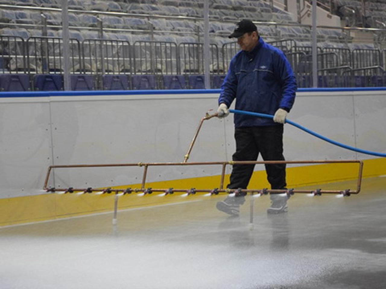 Заливка катка во дворе, на стадионах, в ледовых комплексах. - 2
