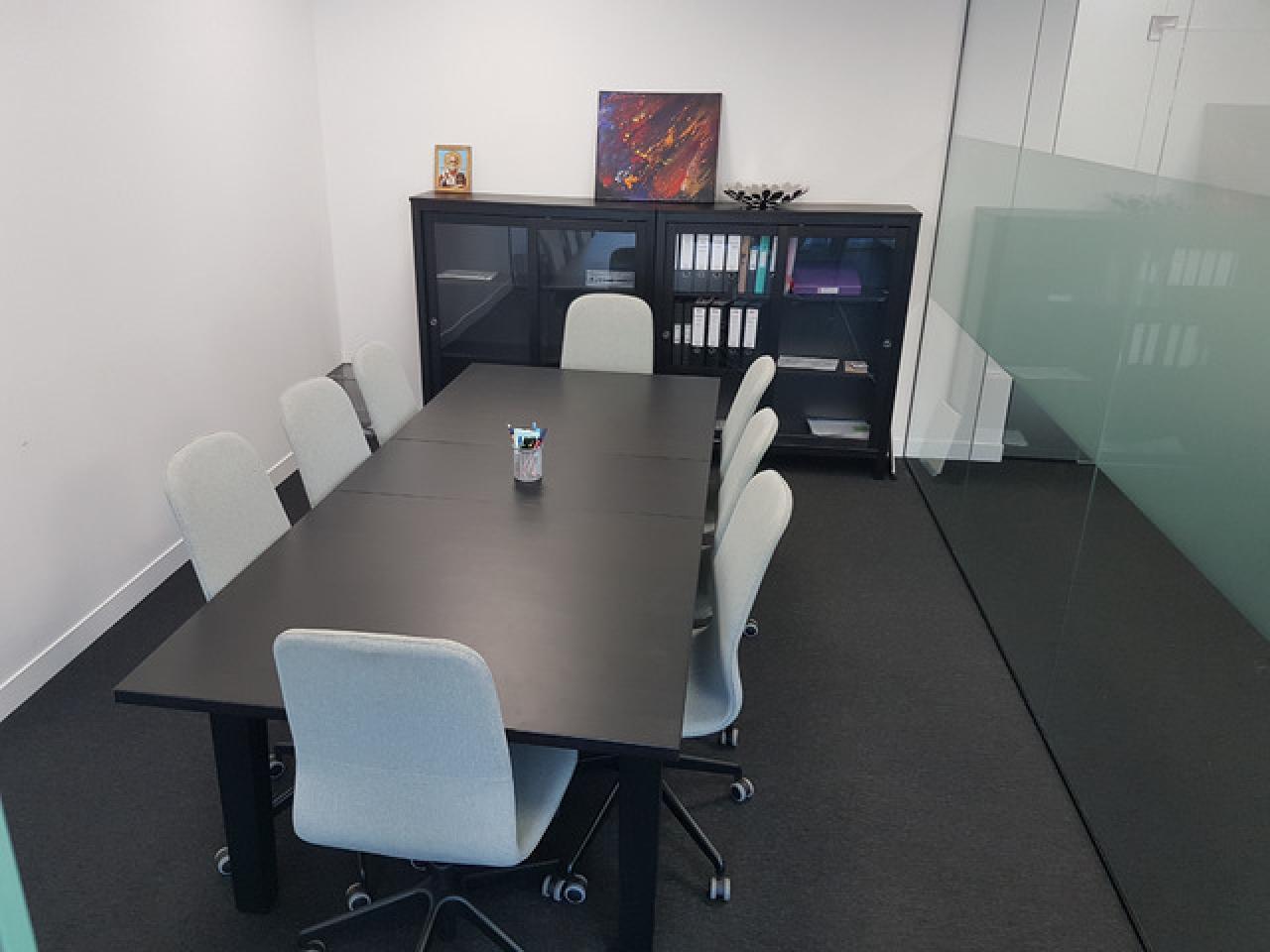 Сдается рабочее место или часть офиса с доступом в Meeting room - 3