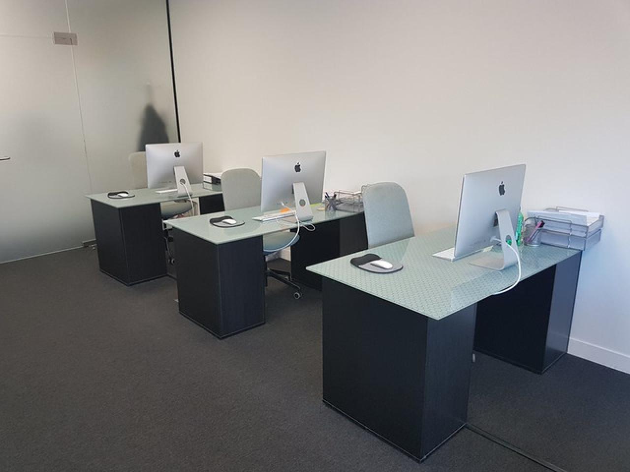 Сдается рабочее место или часть офиса с доступом в Meeting room. - 5/7