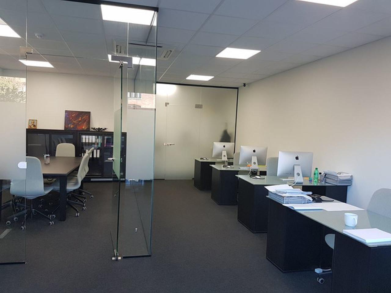 Сдается рабочее место или часть офиса с доступом в Meeting room. - 6/7