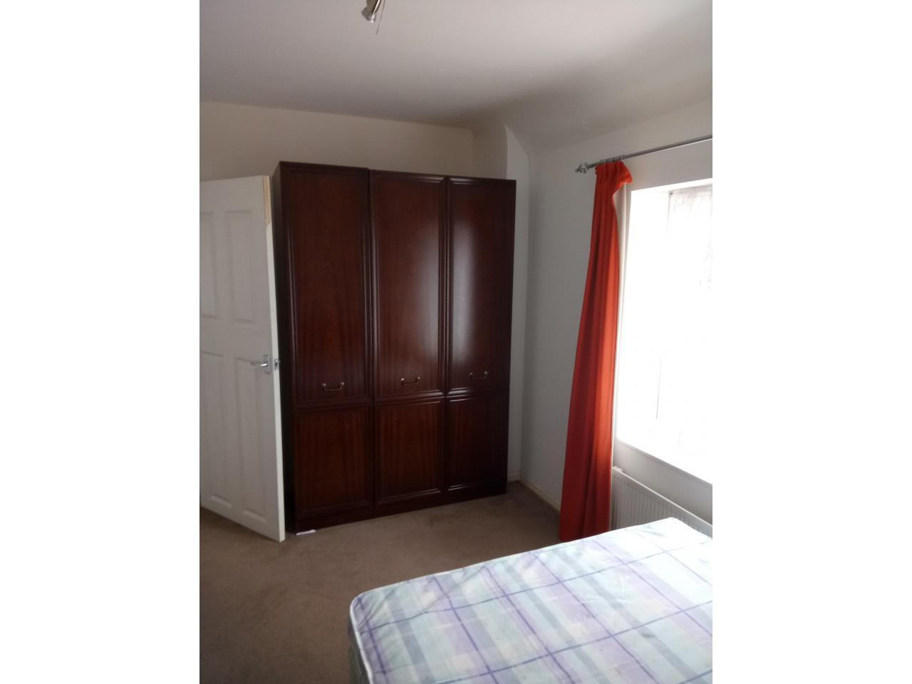 Сдается большая комната за 100 фунтов в неделю. Билы и скоростной интернет включен в стоимость. Спок - 5