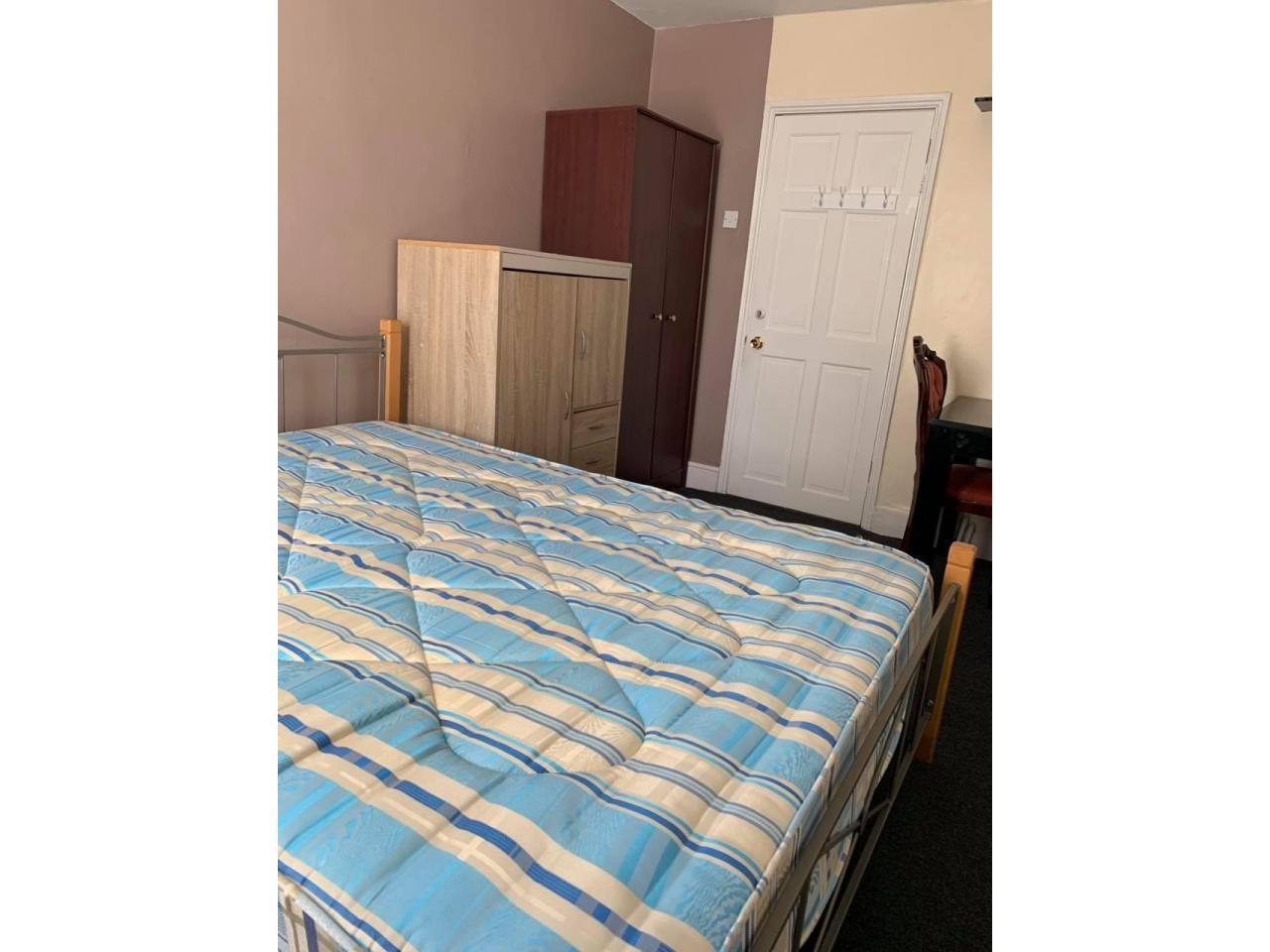 Double Room £150 per week - 1