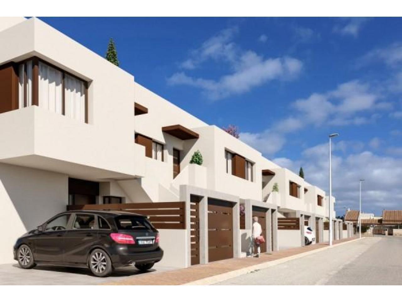 Недвижимость в Испании, Новые бунгало рядом с морем от застройщика в Сан-Педро-дель-Пинатар - 1