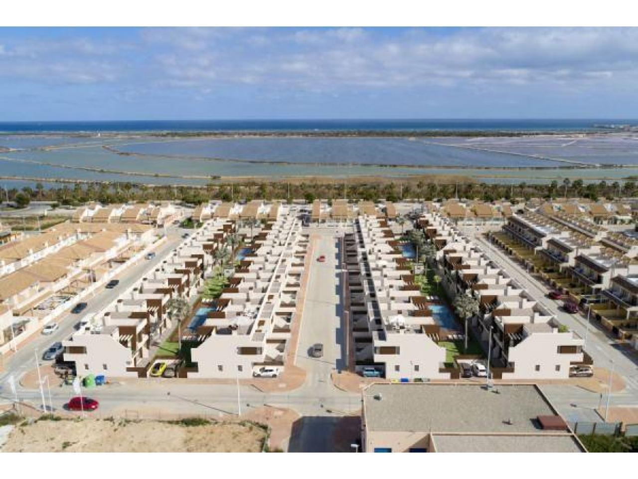 Недвижимость в Испании, Новые бунгало рядом с морем от застройщика в Сан-Педро-дель-Пинатар - 3