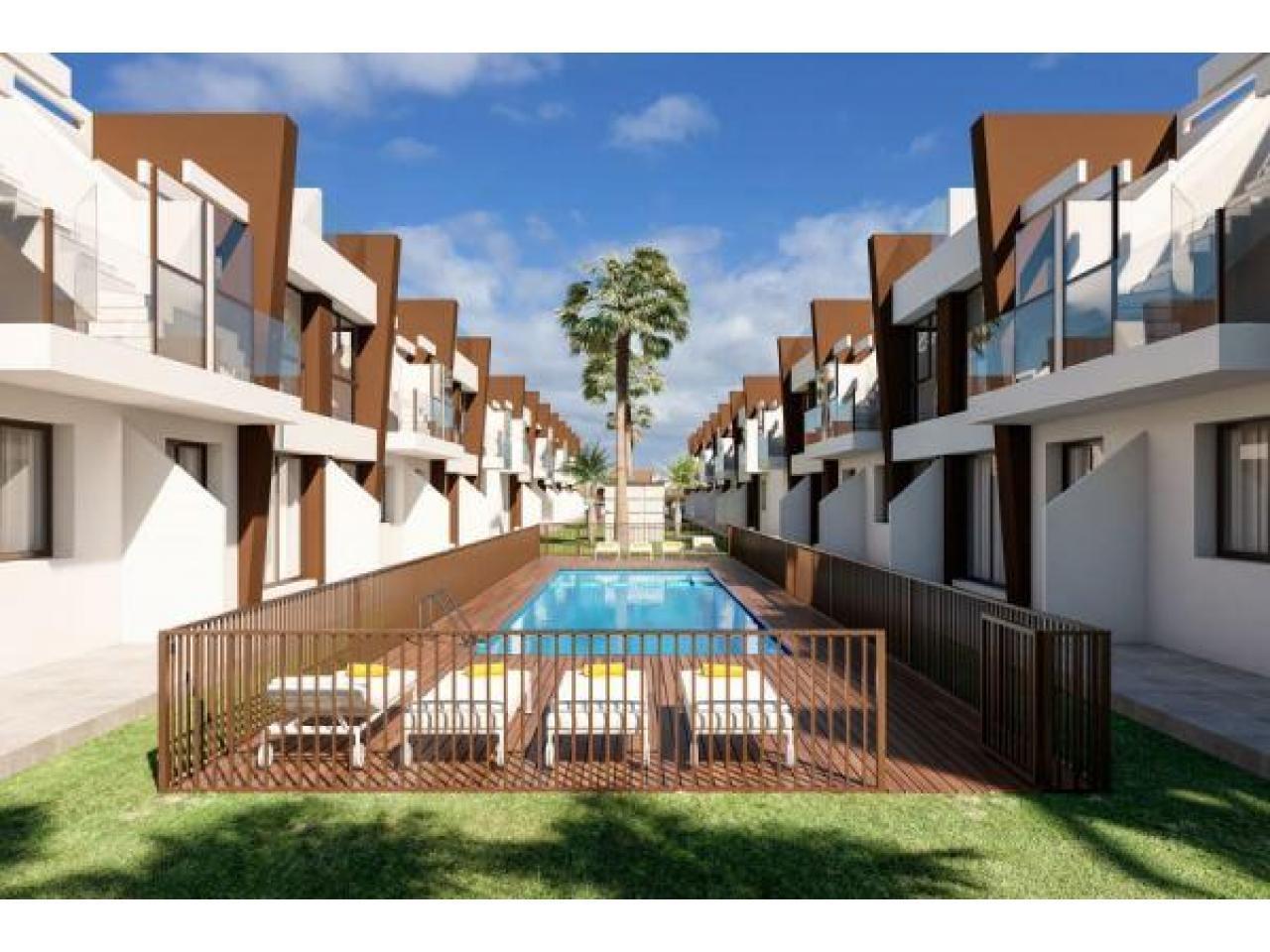 Недвижимость в Испании, Новые бунгало рядом с морем от застройщика в Сан-Педро-дель-Пинатар - 4