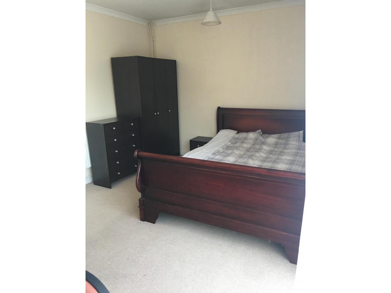 Сдаётся Double комната в районе Hanworth. - 2