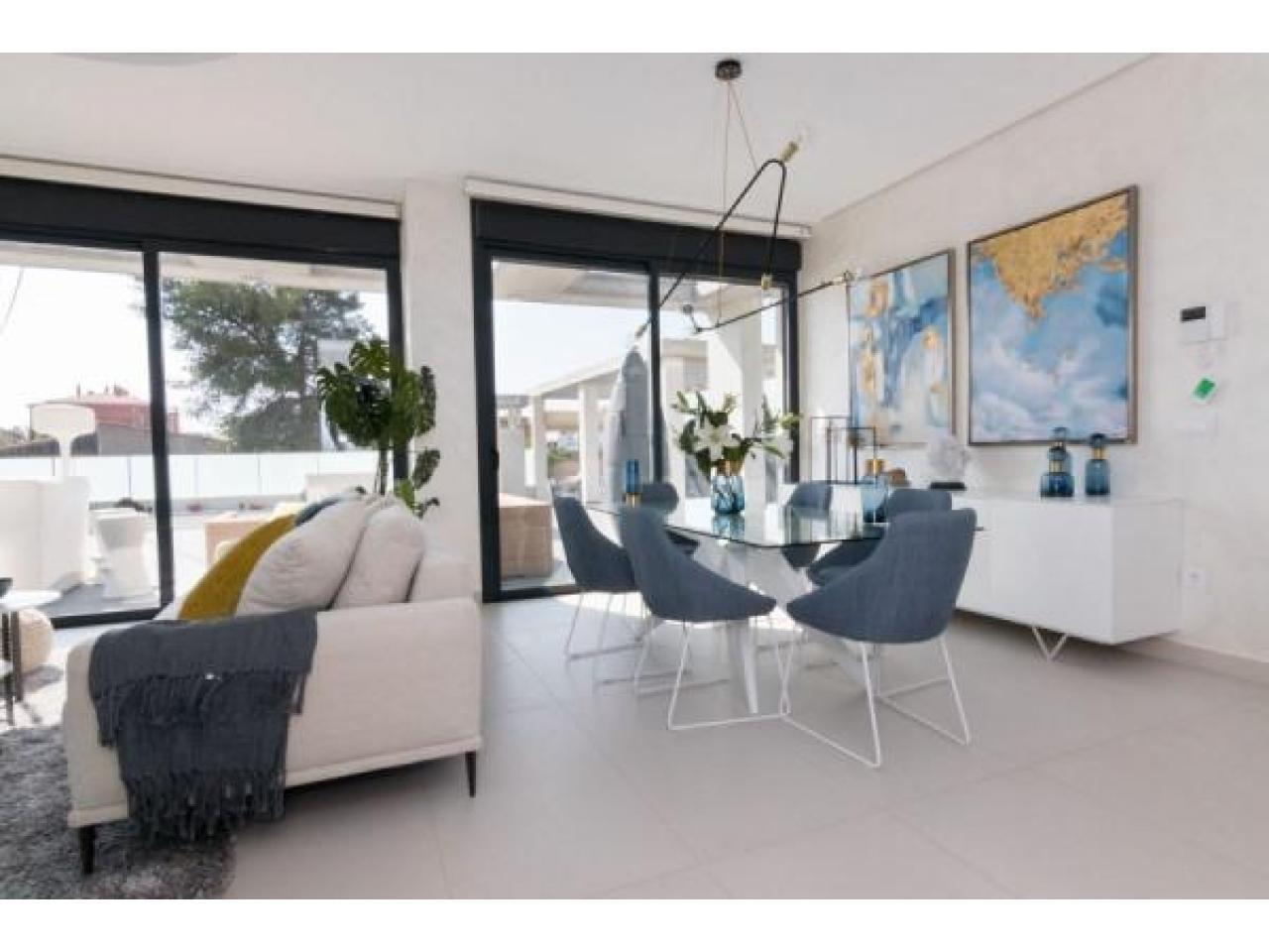 Недвижимость в Испании, Новая вилла рядом с морем от застройщика в Кампельо - 2