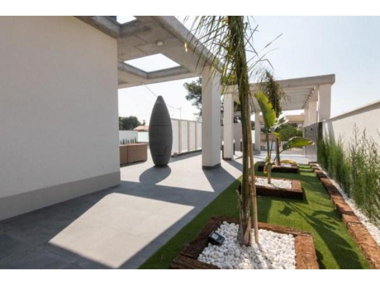 Недвижимость в Испании, Новая вилла рядом с морем от застройщика в Кампельо - 3