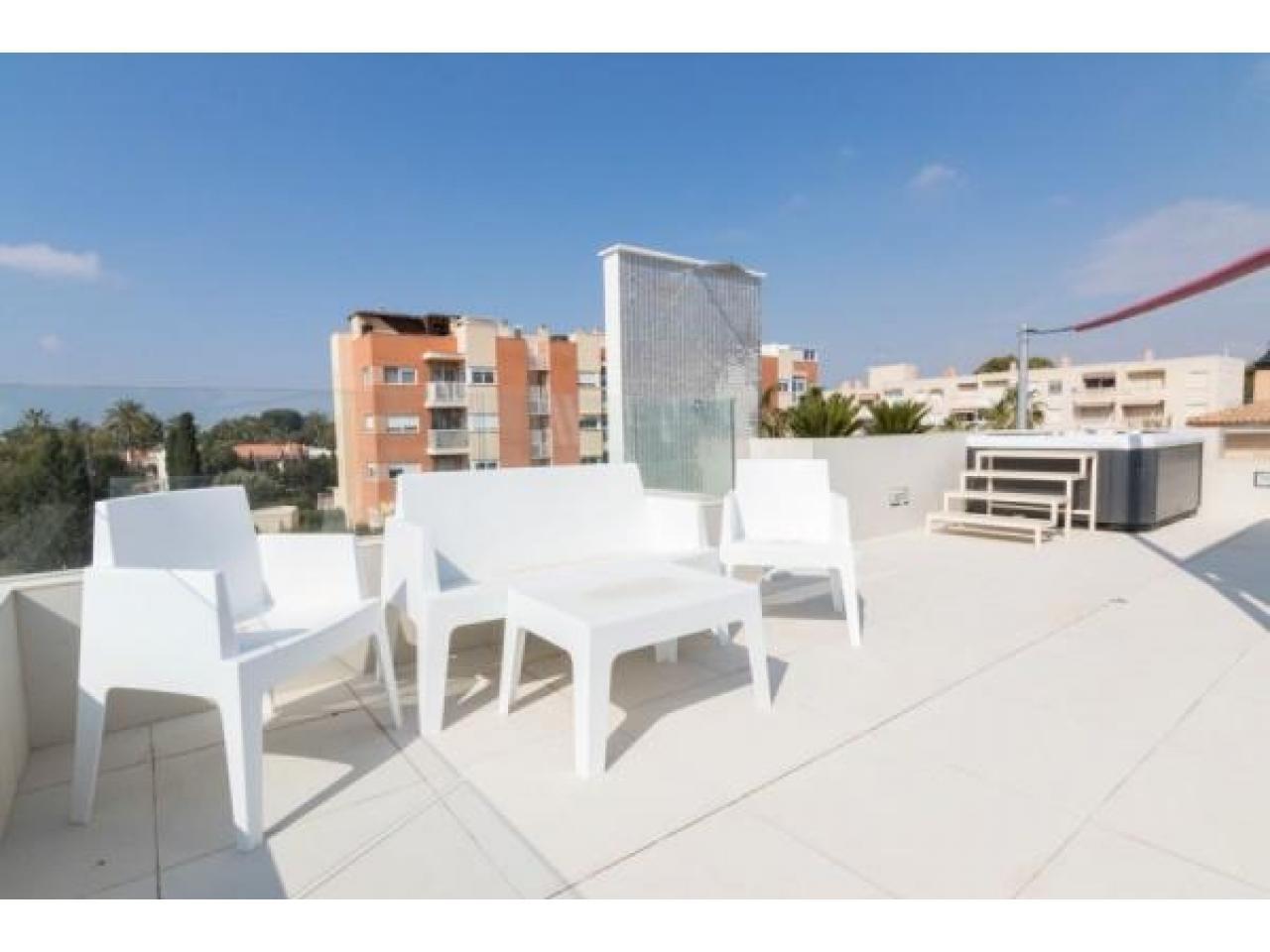 Недвижимость в Испании, Новая вилла рядом с морем от застройщика в Кампельо - 5