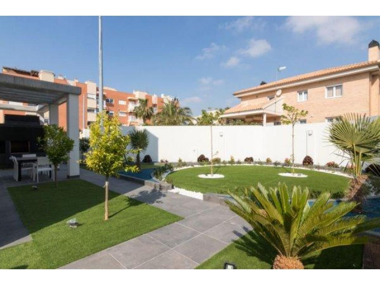 Недвижимость в Испании, Новая вилла рядом с морем от застройщика в Кампельо - 6