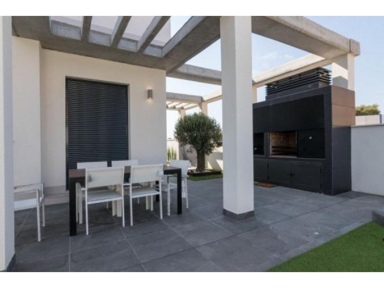 Недвижимость в Испании, Новая вилла рядом с морем от застройщика в Кампельо - 9