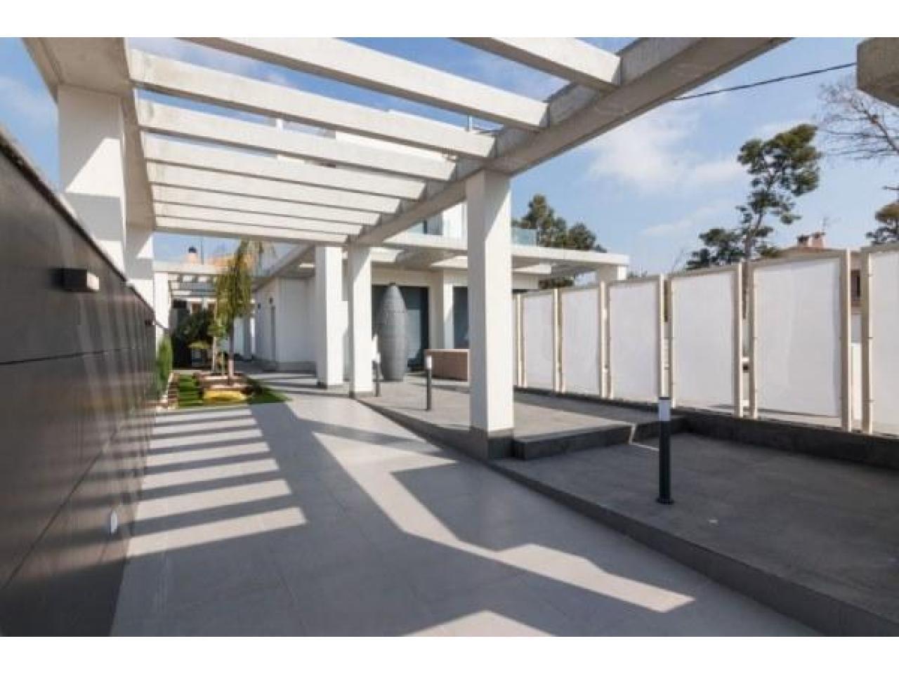 Недвижимость в Испании, Новая вилла рядом с морем от застройщика в Кампельо - 10