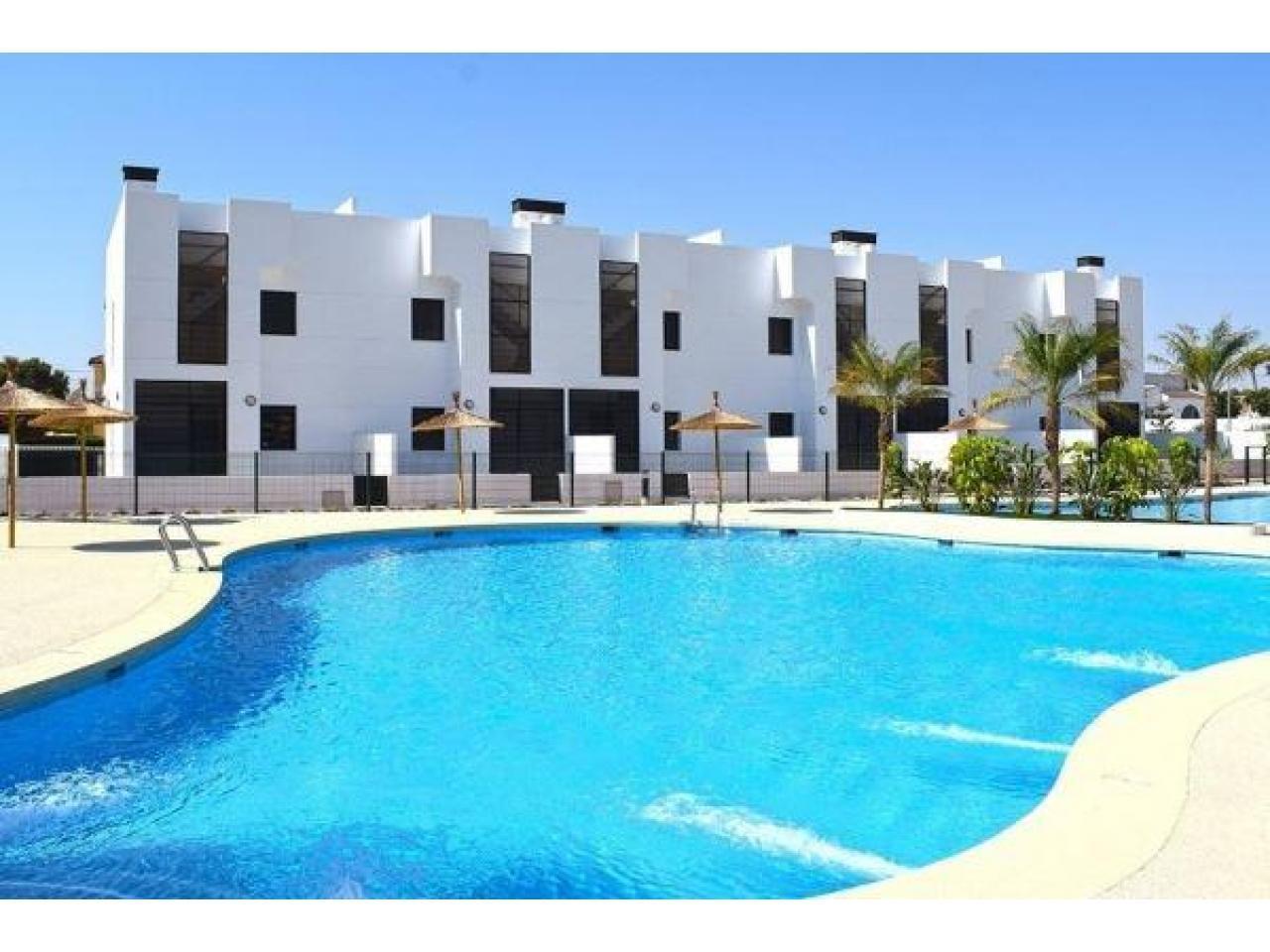Недвижимость в Испании, Новые бунгало рядом с пляжем от застройщика в Миль Пальмерас - 1