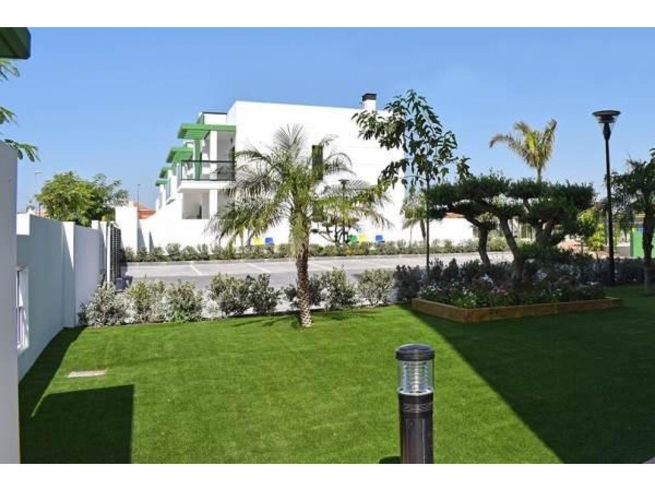 Недвижимость в Испании, Новые бунгало рядом с пляжем от застройщика в Миль Пальмерас - 4