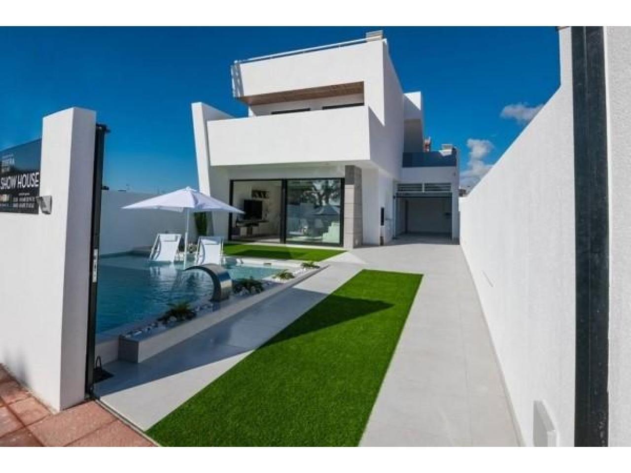 Недвижимость в Испании, Новая вилла рядом с пляжем от застройщика в Сан-Хавьер - 1