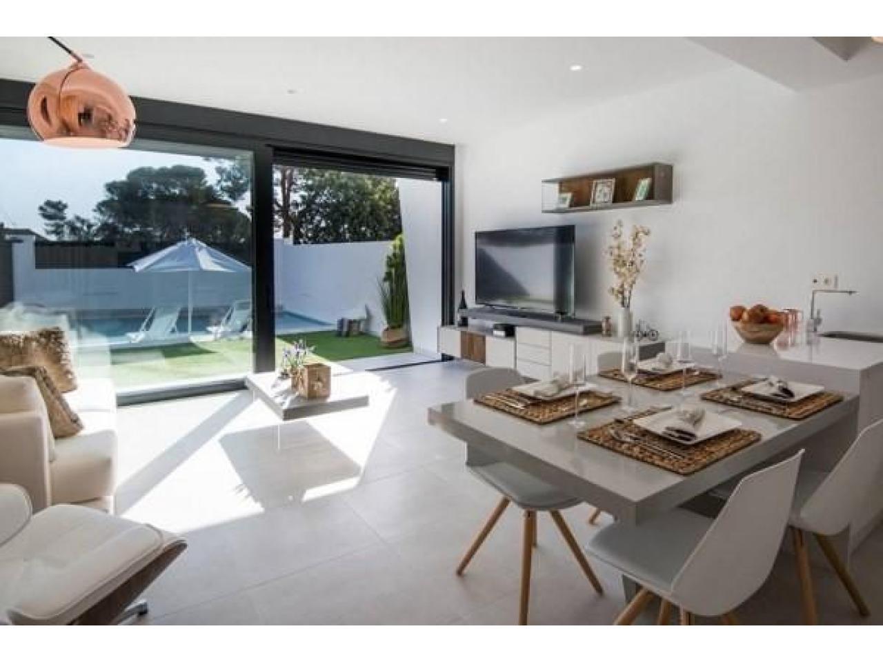 Недвижимость в Испании, Новая вилла рядом с пляжем от застройщика в Сан-Хавьер - 2