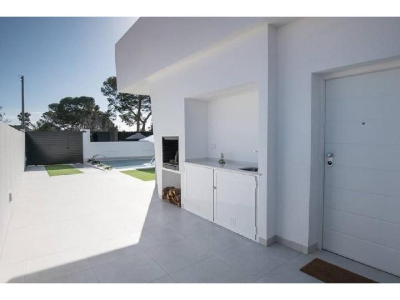 Недвижимость в Испании, Новая вилла рядом с пляжем от застройщика в Сан-Хавьер - 4