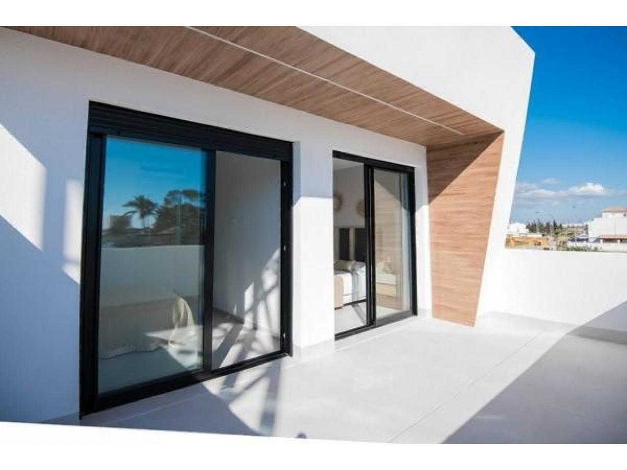 Недвижимость в Испании, Новая вилла рядом с пляжем от застройщика в Сан-Хавьер - 5