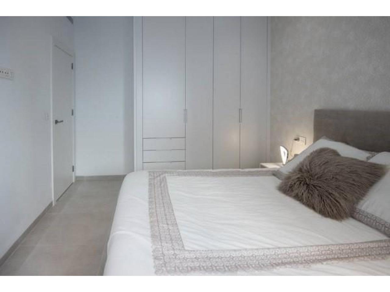 Недвижимость в Испании, Новая вилла рядом с пляжем от застройщика в Сан-Хавьер - 7