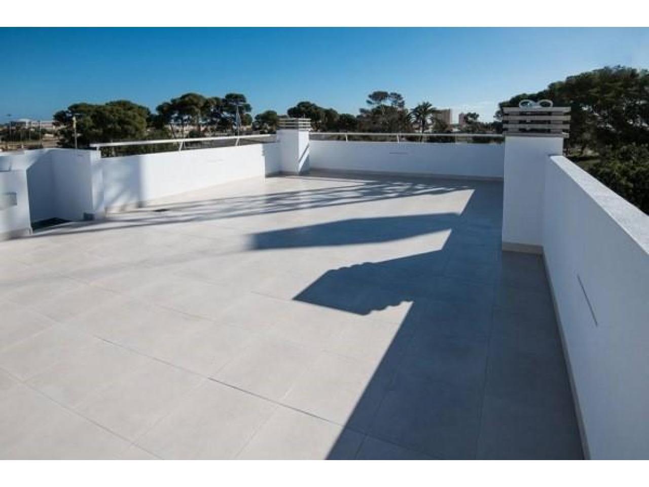 Недвижимость в Испании, Новая вилла рядом с пляжем от застройщика в Сан-Хавьер - 10