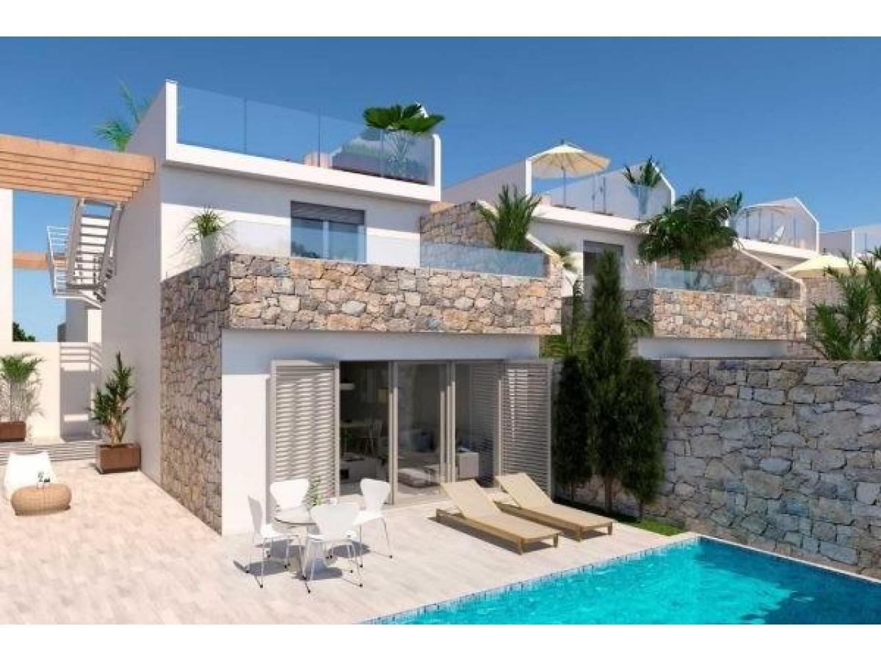 Недвижимость в Испании, Новая вилла рядом с пляжем от застройщика в Лос Алькасарес - 1