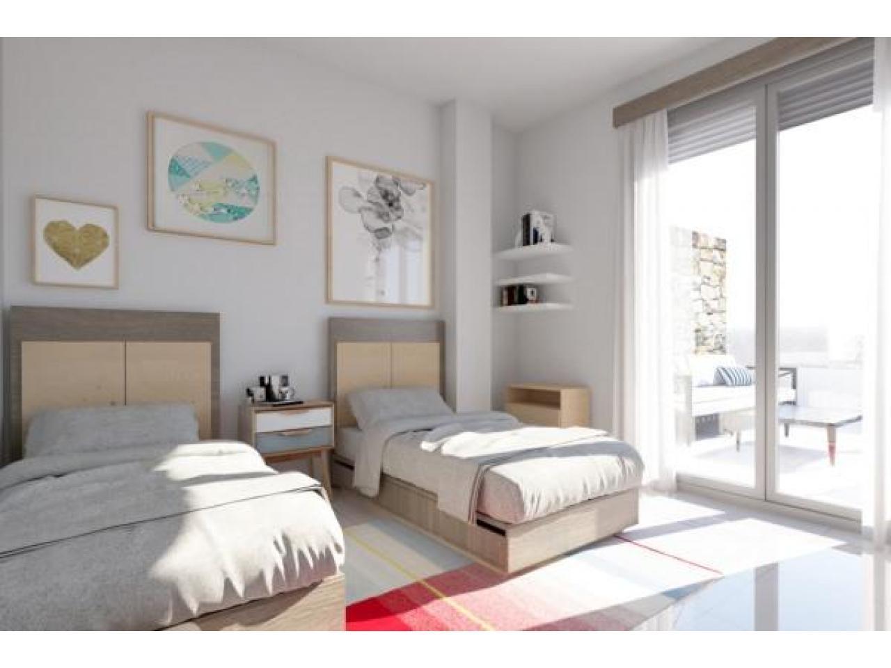 Недвижимость в Испании, Новая вилла рядом с пляжем от застройщика в Лос Алькасарес - 6