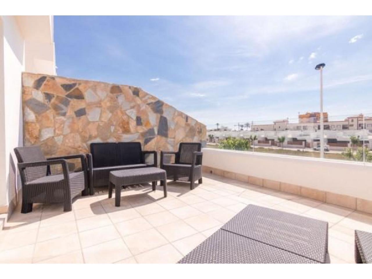 Недвижимость в Испании, Новая вилла рядом с пляжем от застройщика в Лос Алькасарес - 9