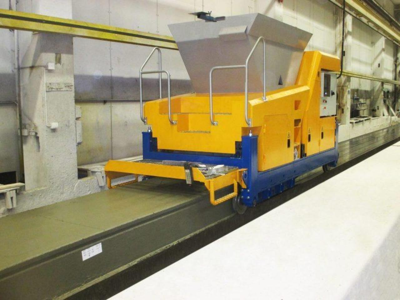 Machine for the production of hollow core slabs by extrusion - 3