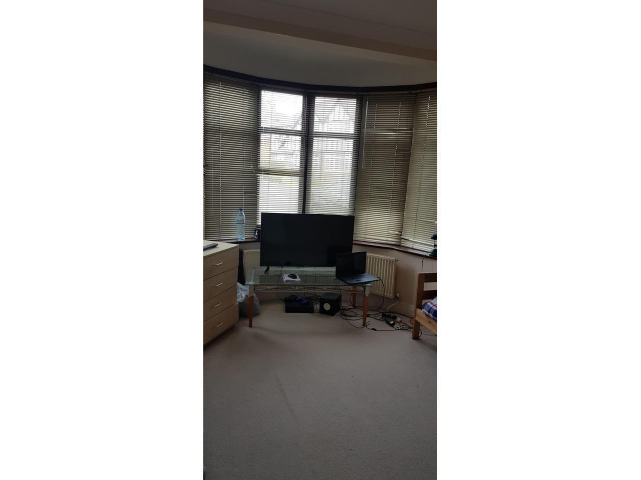 Сингл и Дабл комнаты в аренду £80, £145 и £150 в неделю. - 3