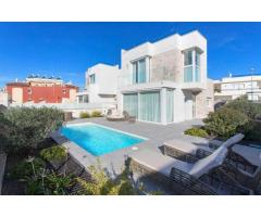 Недвижимость в Испании, Новая вилла рядом с пляжем от застройщика в Торревьеха,Коста Бланка,Испания - Image 1