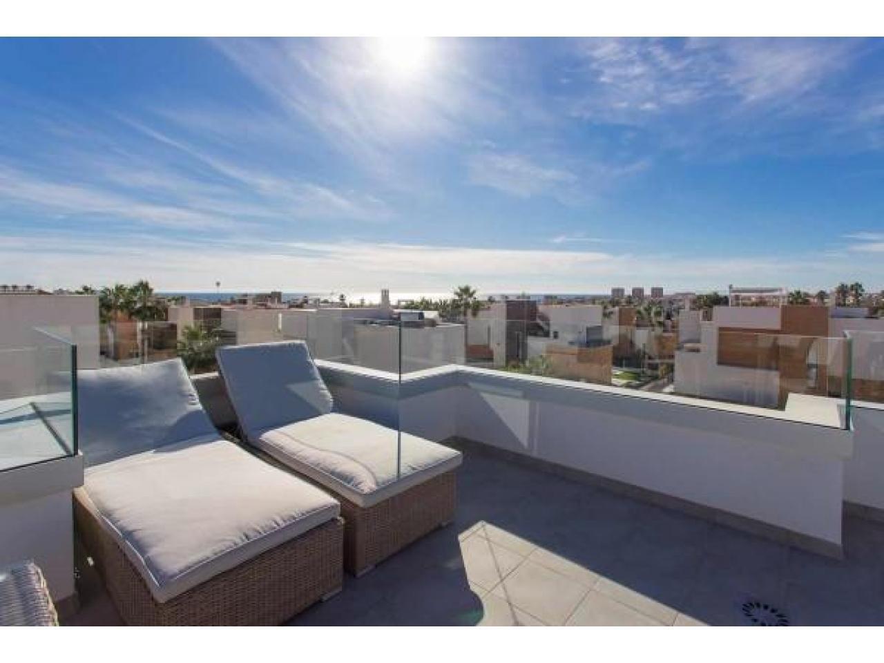 Недвижимость в Испании, Новая вилла рядом с пляжем от застройщика в Торревьеха,Коста Бланка,Испания - 3