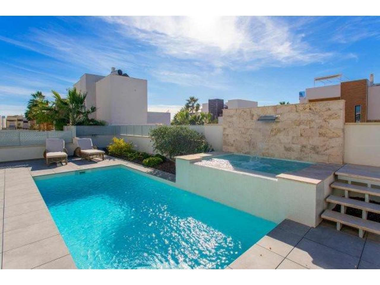Недвижимость в Испании, Новая вилла рядом с пляжем от застройщика в Торревьеха,Коста Бланка,Испания - 4