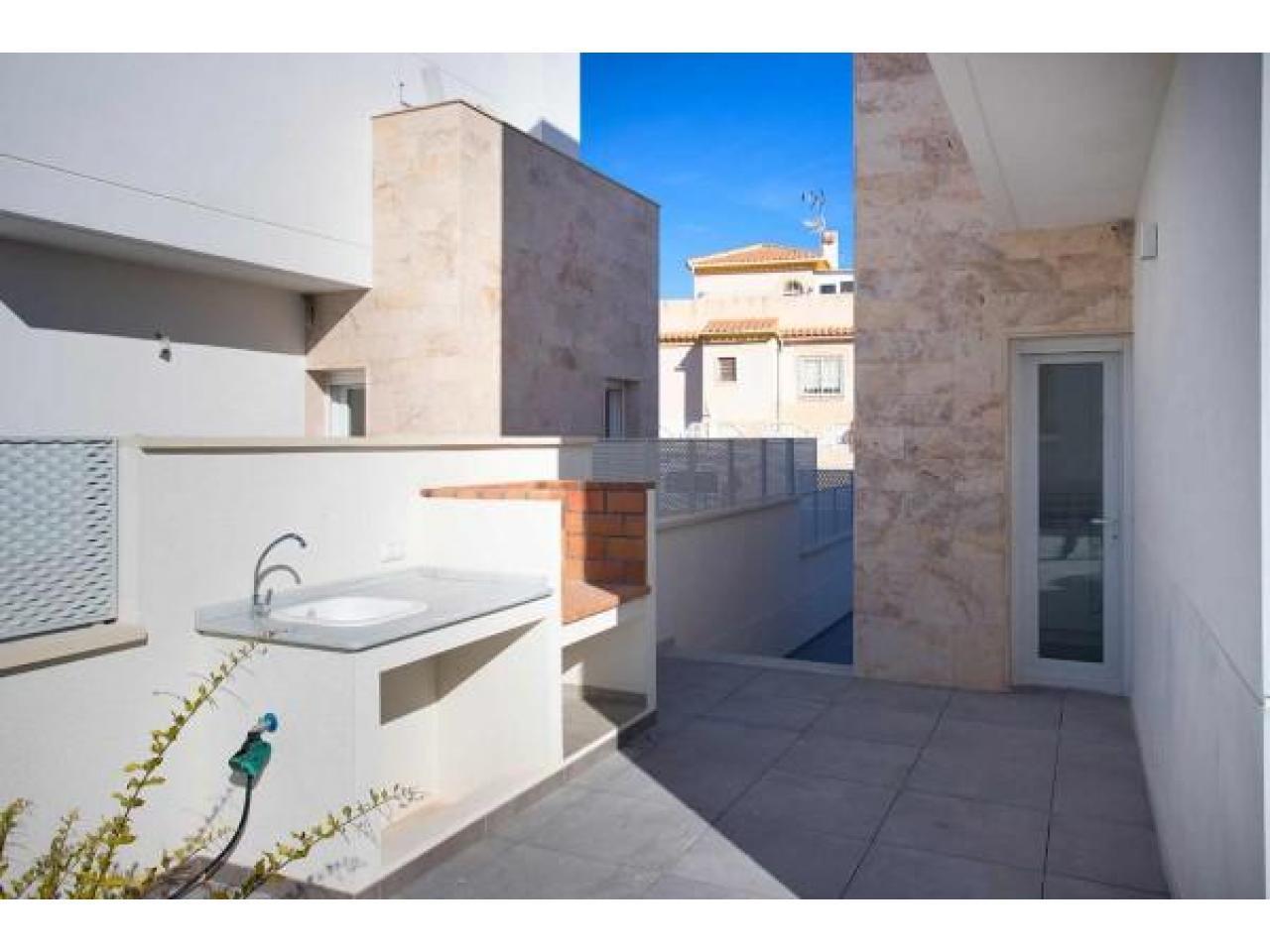 Недвижимость в Испании, Новая вилла рядом с пляжем от застройщика в Торревьеха,Коста Бланка,Испания - 9