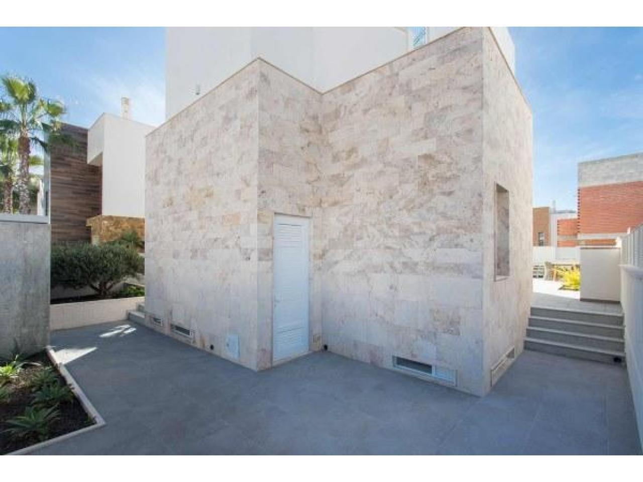 Недвижимость в Испании, Новая вилла рядом с пляжем от застройщика в Торревьеха,Коста Бланка,Испания - 10