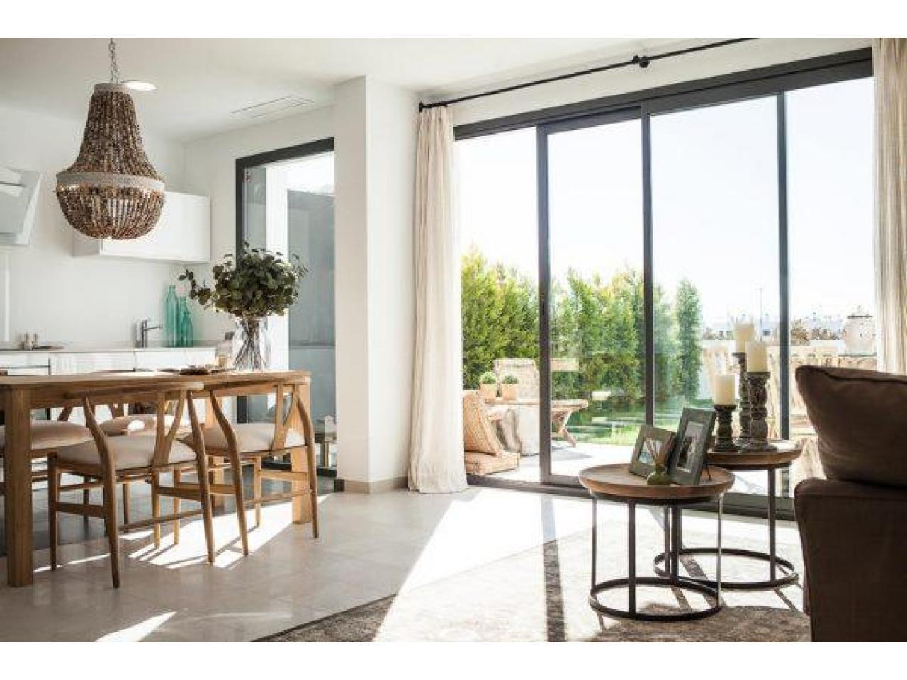 Недвижимость в Испании, Новые бунгало рядом с пляжем от застройщика в Торре де ла Орадада - 2