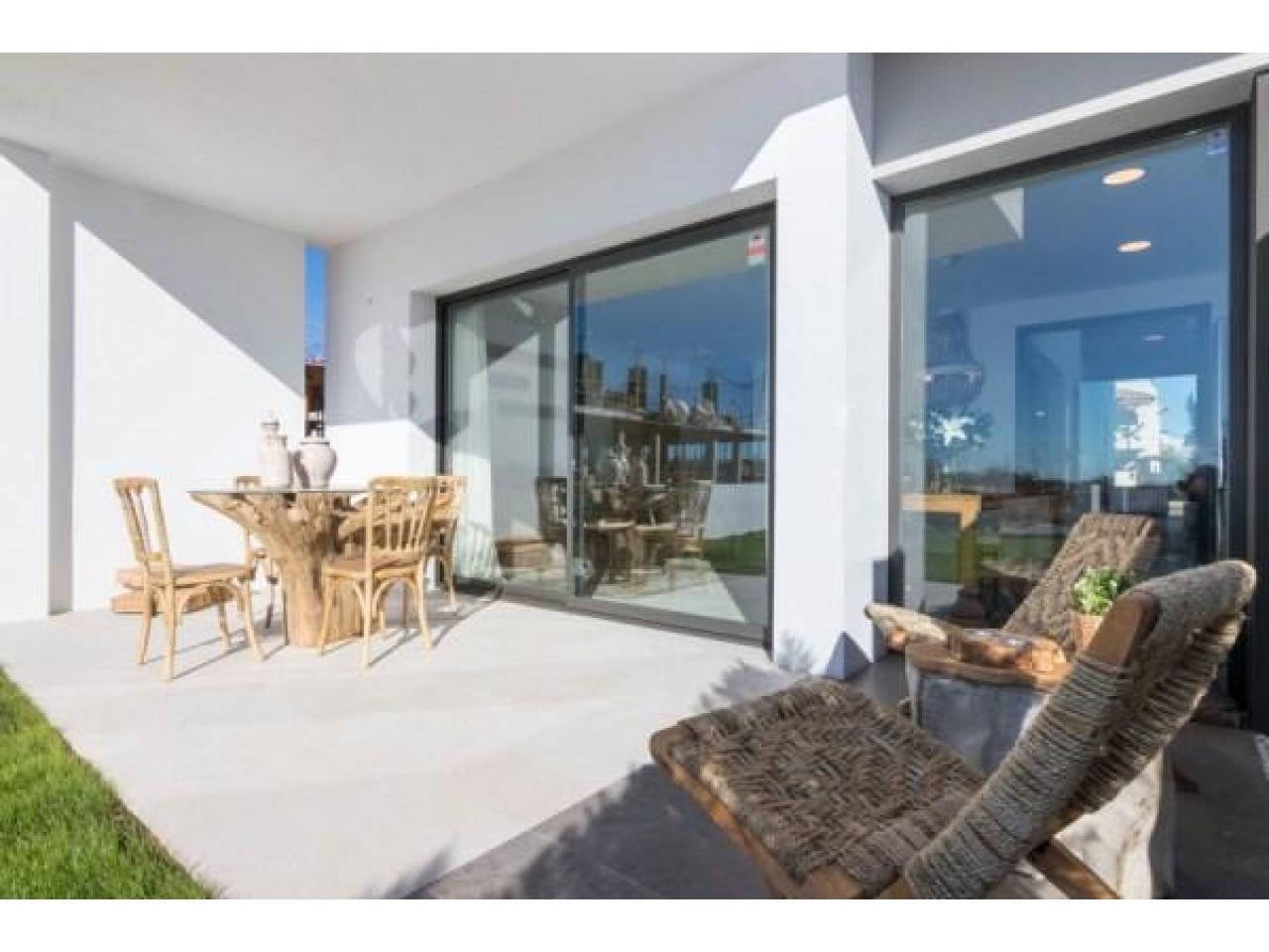 Недвижимость в Испании, Новые бунгало рядом с пляжем от застройщика в Торре де ла Орадада - 3