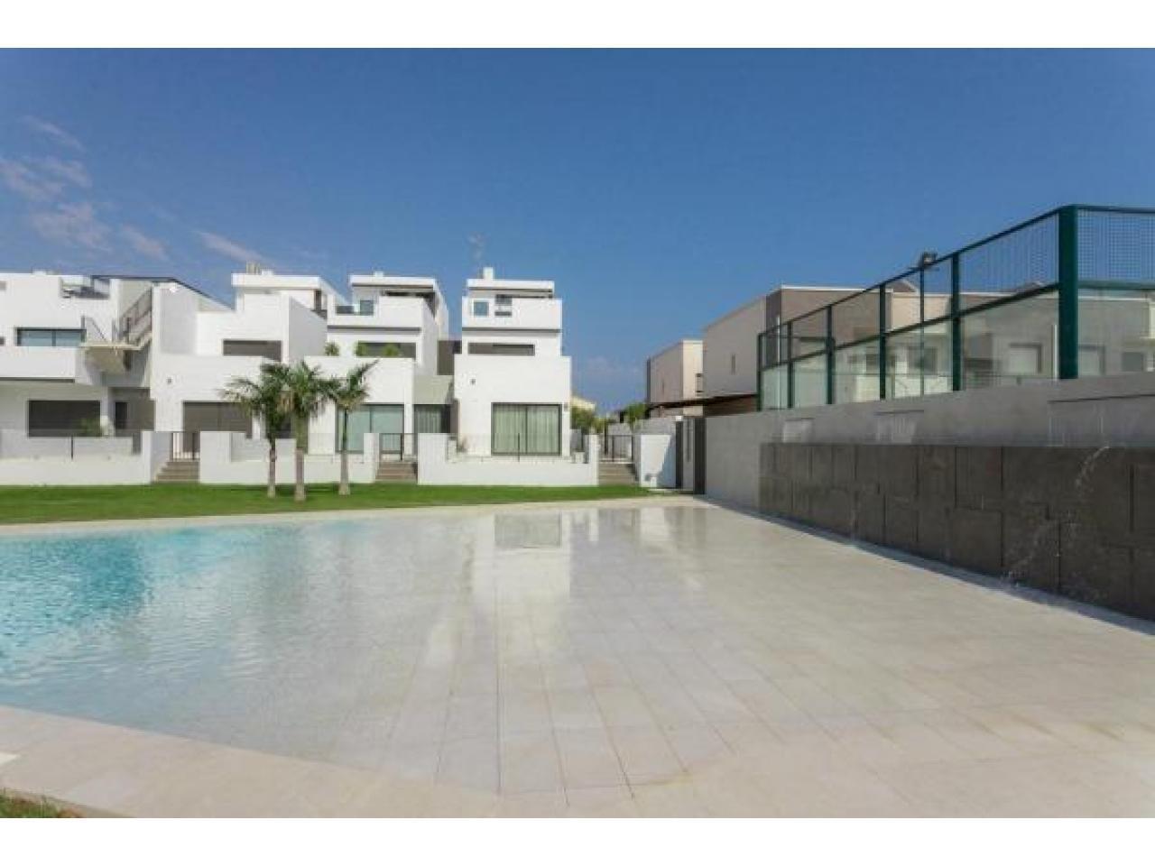 Недвижимость в Испании, Новые бунгало рядом с пляжем от застройщика в Торре де ла Орадада - 10